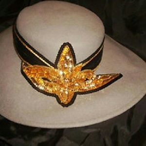 "Accessories - Wide Brim Gray Felt Hat, 21"" Inside"