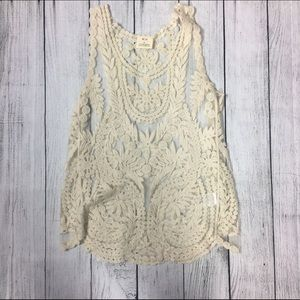 Pins & Needles Tops - 🆕Cream flower crochet top💕