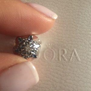 Pandora Crystalized Snowflake Clip