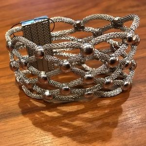 Jewelry - NWOT basket weave bracelet with magnetic closure