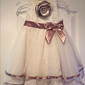 Rare Editions Other - Beautiful ivory and champagne dress