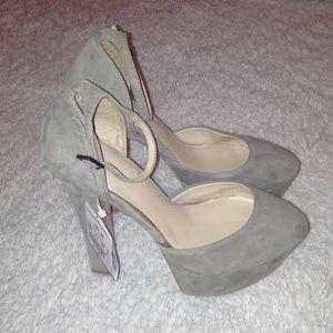 ✨New✨ Zara gold suede strap platform shoes.