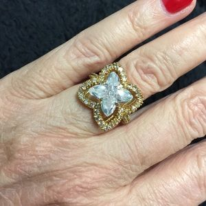 Jewelry - Beautiful Gold Tone Crystal Cocktail Ring