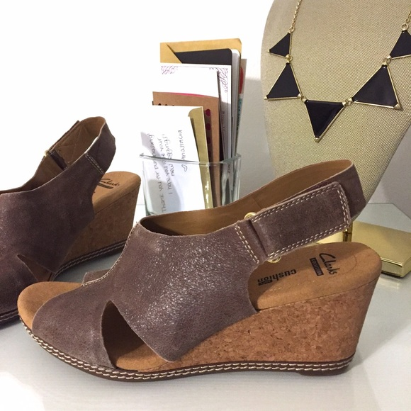 991b165926e2 Clarks Shoes - Helio Float 4 Sandal Wedge Brown Suede • Clarks