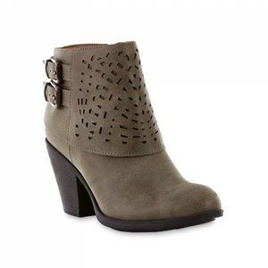 MOVING SALE Laser cut accented bootie, sz 7