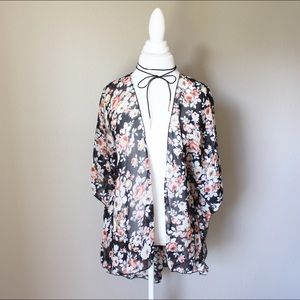 Tops - 💐 Black Cream Rust Floral Komono 🌸1 left