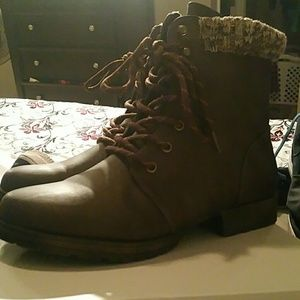 Brand new never worn nyaling boots just fab