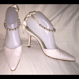 Fioni Wedding Shoes Sz 7W White Satin Ankle Straps