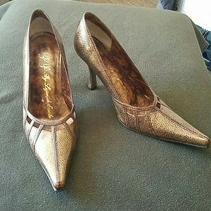 Gold pointed-toe heels