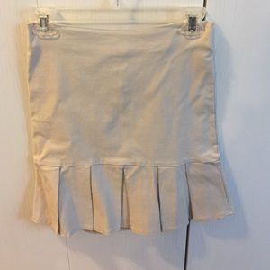 Beige stretch pencil skirt with pleats.