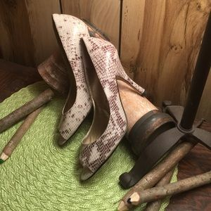 Beautiful snakeskin print heels!