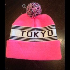 Tokyo Pom Pom beanie 💕