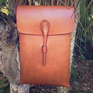 HPGender Neutral Leather Crossbody Bag