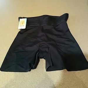 ASSETS by Sara Blakely Other - Tummy taming girl shorts