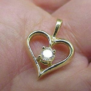 Jewelry - 14k yellow gold . 25ct solitare diamond pendant