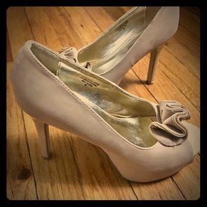 shoedazzle Shoes - Nude Peep-toe Pumps