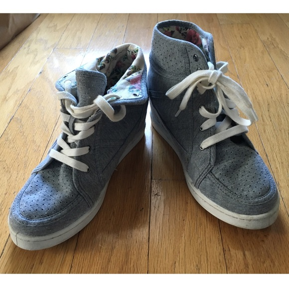 1c4134a09f8 Roxy Shoes - ☃ SALE! Roxy Grey Floral Wedge High Tops