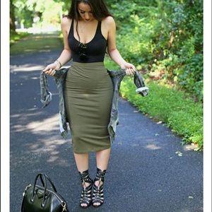 😍 Side slit pencil skirt - get the look!