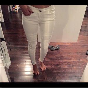 Denim - BNWT 📌Perfect distressed white jeans 📌