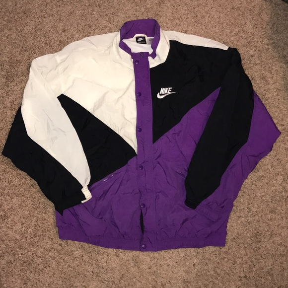 f31f66d331 Vintage 90s Nike Windbreaker footlocker exclusive.  M 58692fe878b31c35fc0b5070