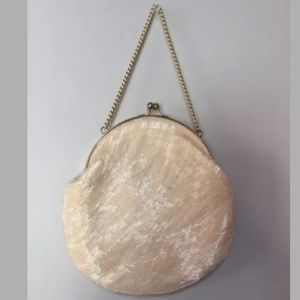 irrecedcent Ivory toned vintage clutch purse