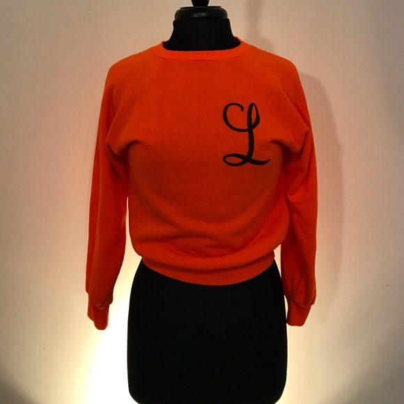What item of clothing starts with the letter L?