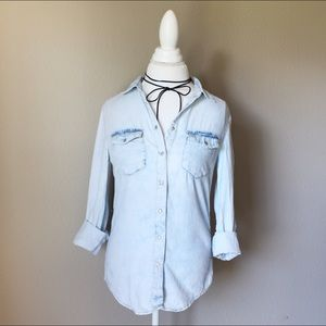 Tops - 💐Light Washed Denim Chambray Button Down 🌸1 left