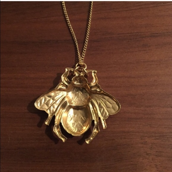 Vintage Jewelry - 🐝 vintage brass bee pendant charm necklace