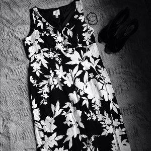 Suzi Chin Dresses & Skirts - B&W graphic flower print dress