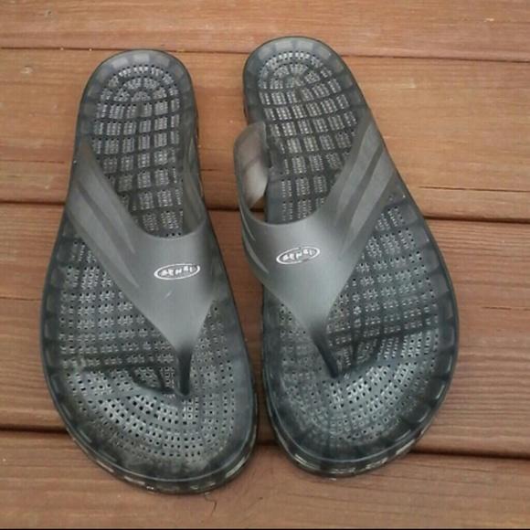 d4d43d62c1a9ef Sensi flip flops. M 5921f667f0928247760152c0