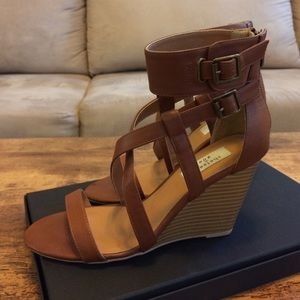 Chelsea & Zoe Shoes - Brown Strapped Wedge Sandals sz 8.5