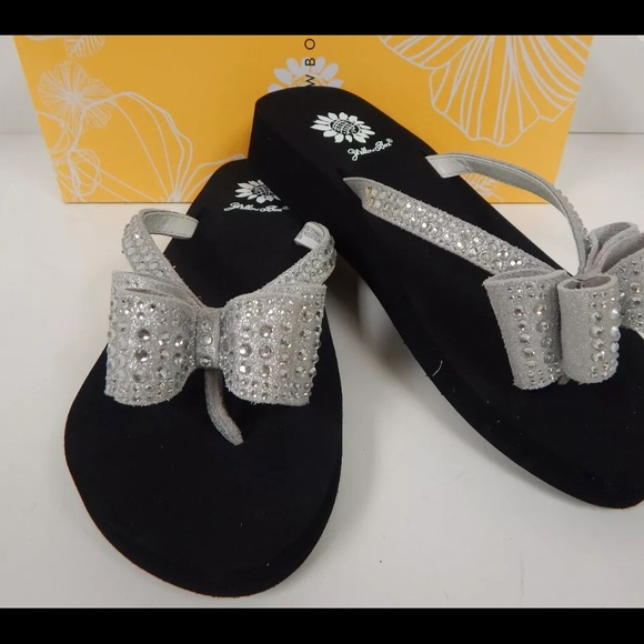 Yellow Box Shoes  Zaire Studded Bow Flip Flops Sz 11 -2551