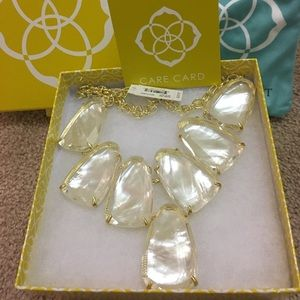 Kendra Scott Jewelry - Kendra Scott ivory pearl Harlow necklace