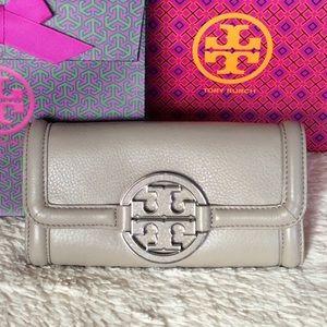 Tory Burch Handbags - NEW TORY BURCH AMANDA CONTINENTAL ENVELOPE WALLET