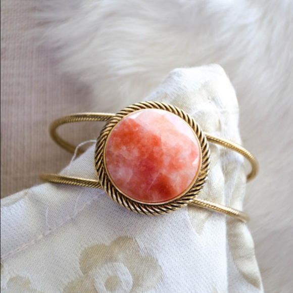 8bc832b6cc5 VINTAGE rose quartz cuff bracelet. M_58697eb2522b45d8400c68a6