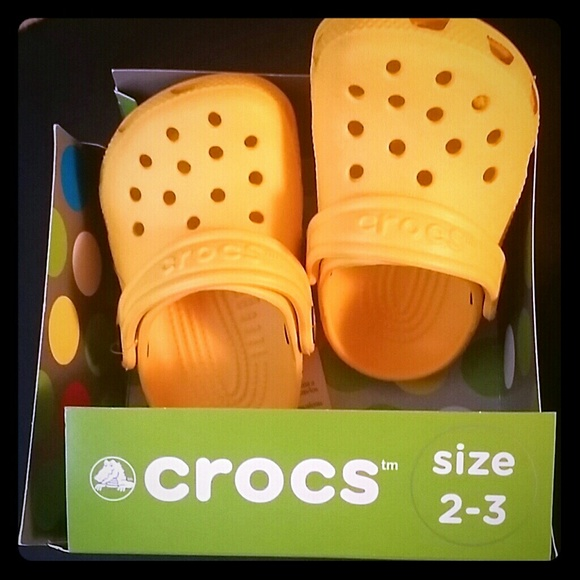 07e09d227607 Nwt Baby yellow crocs littles size toddler 2   3