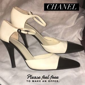 Chanel (Auth) S:39 w buttonstrap Black&White heels