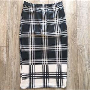 Forever 21 Dresses & Skirts - Grid plaid pencil skirt