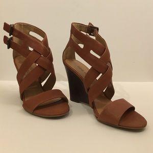 Nine West - 6.5 - Tan leather wedge heel sandal
