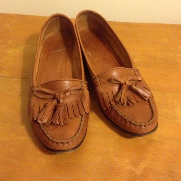 15d912eee8f Cole Haan Shoes - Vintage Cole Haan brown flats