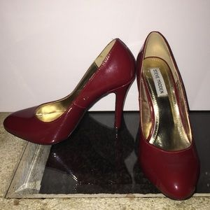 Like New Steve Madden Red Patent Leather Pumps
