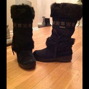 Tecnica Shoes - Excellent condition Tecnica furry boots size 6