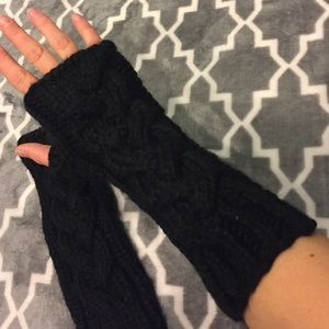 Accessories - Black knitted gloves