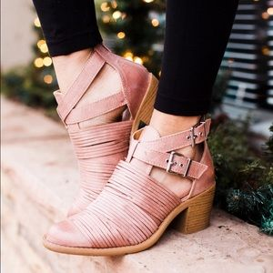Blush slashes cut out heel bootie
