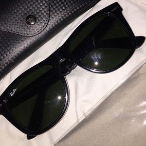 Classic Oversized Ray-Ban Wayfarer sunglasses