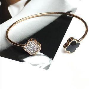 WILA Jewelry - LAST 1! Gold clover bangle bracelet black crystal
