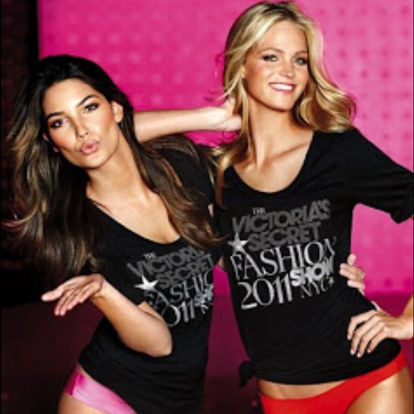 44165f136bca3 RARE💕 VS 2011 supermodel fashion show tee