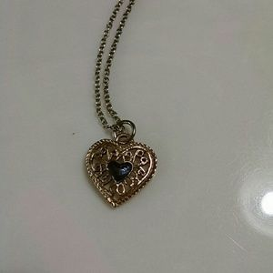 Jewelry - Vintage Filagree heart with blue stone center