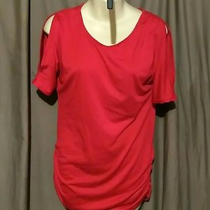 Tops - NWOT top with cut out sleeves and bunched on sides