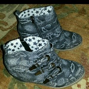 Penny Sue Shoes - Wedge Penny sue booties 8.5